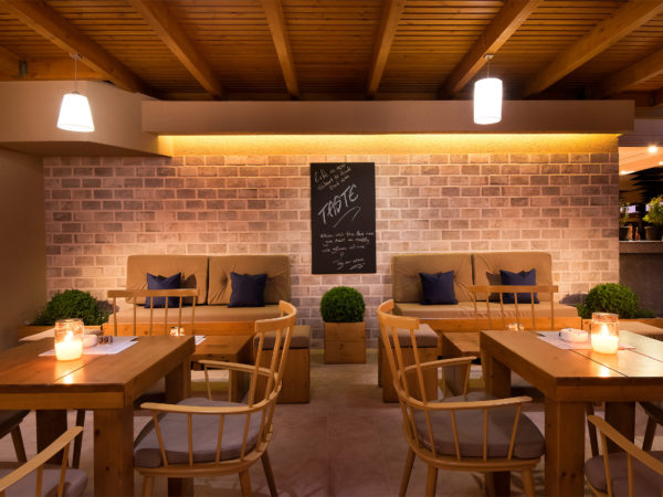 Taste Wine & Coffee Bar