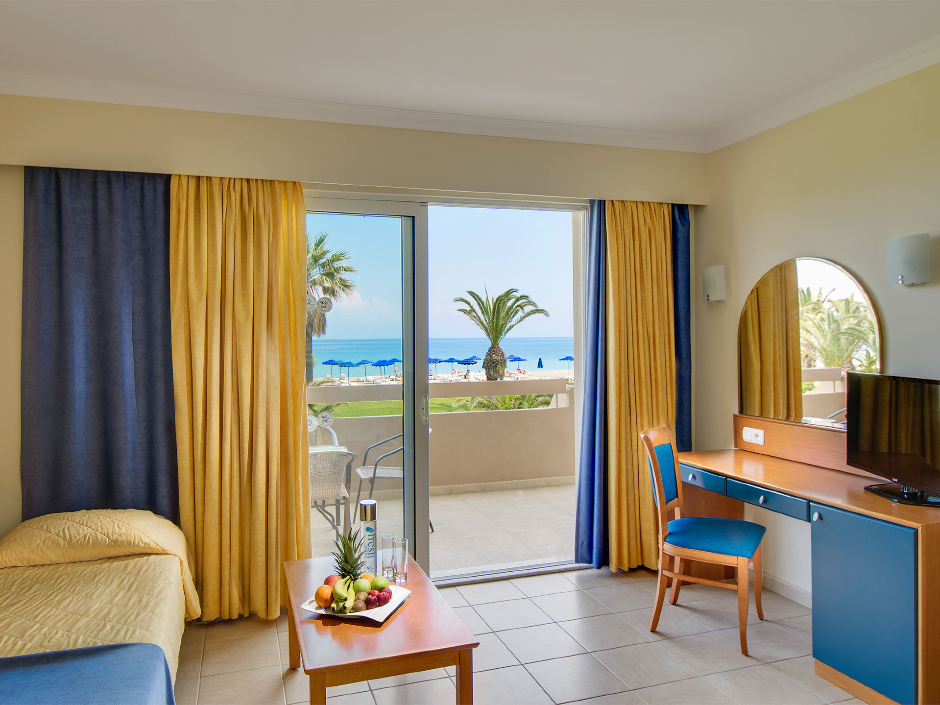 One Bedroom Suite Apartment Sea View - Living Room