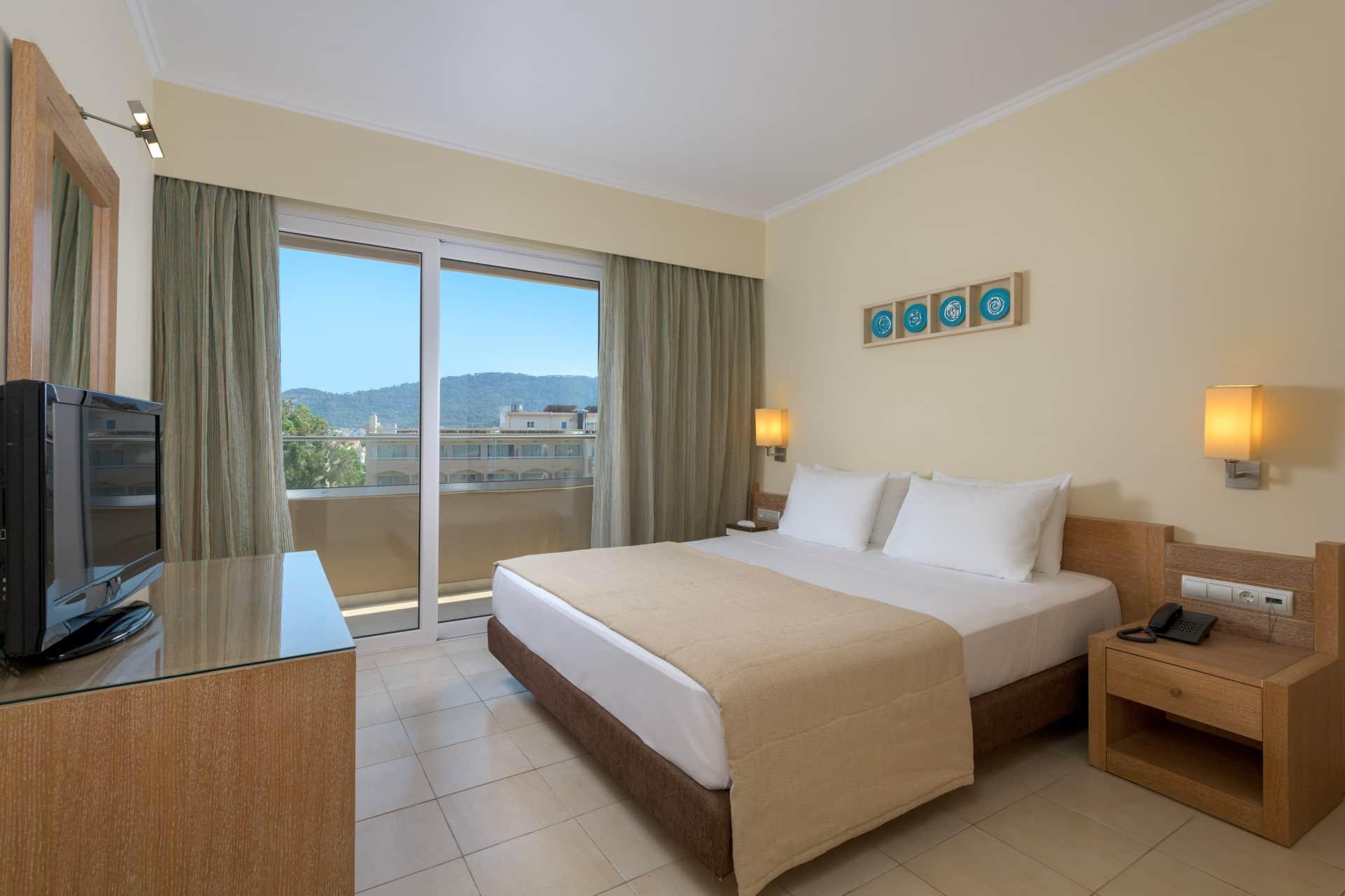 Deluxe Suite Garden View-Master Bedroom-5aa