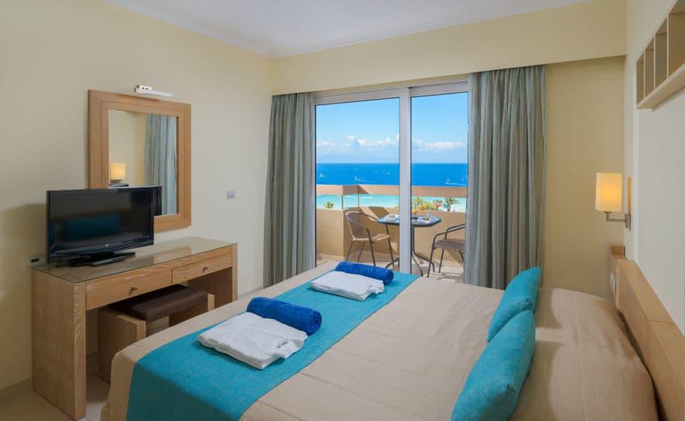 Deluxe Suite Sea View Bedroom