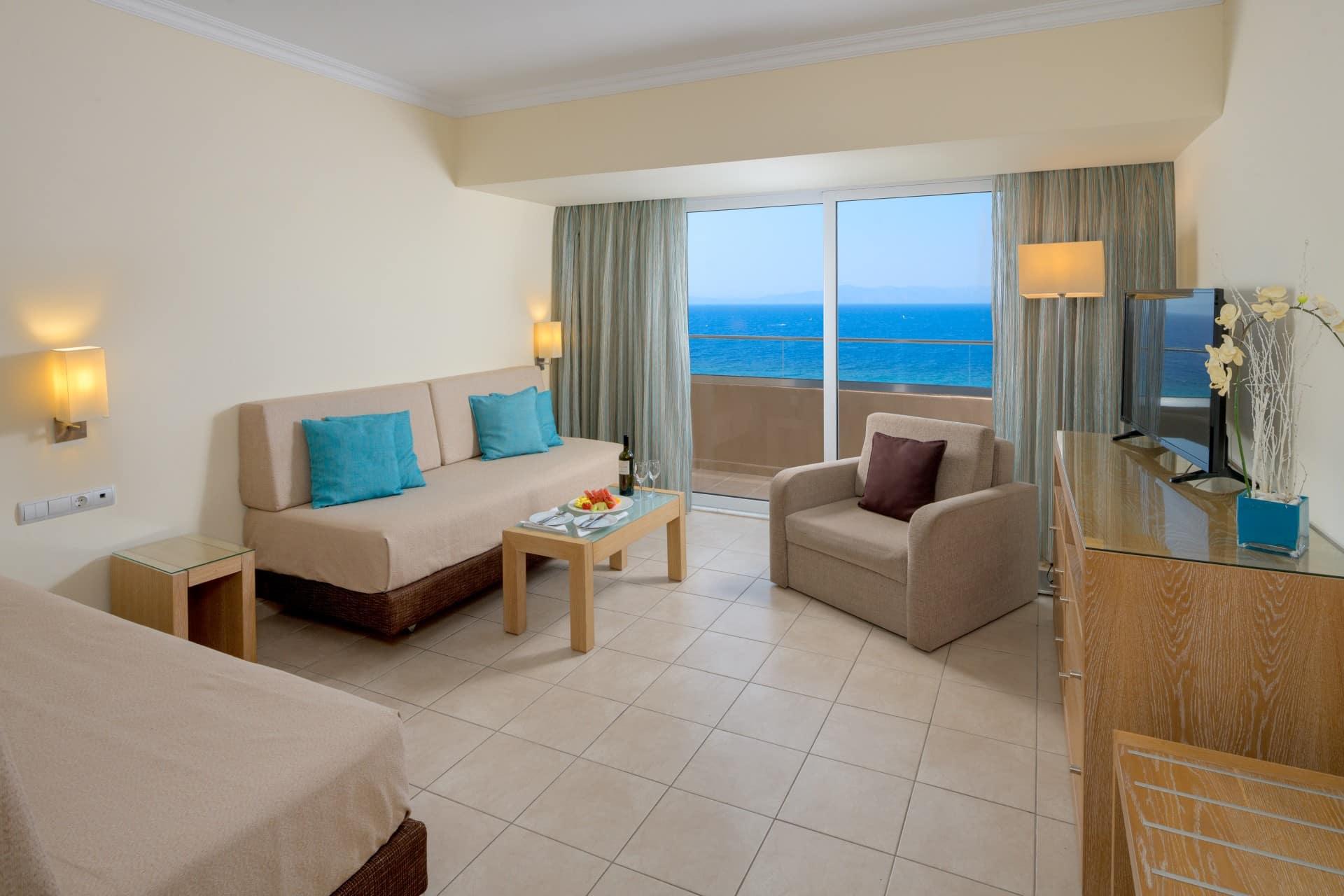 Deluxe Suite Sea View-Living Room-4