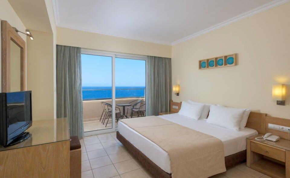 Deluxe Suite Sea View-Master Bedroom-4b