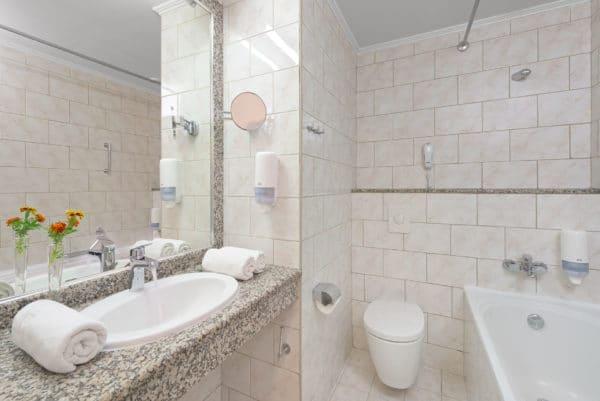 Premium_Family_Apartment_Bathroom