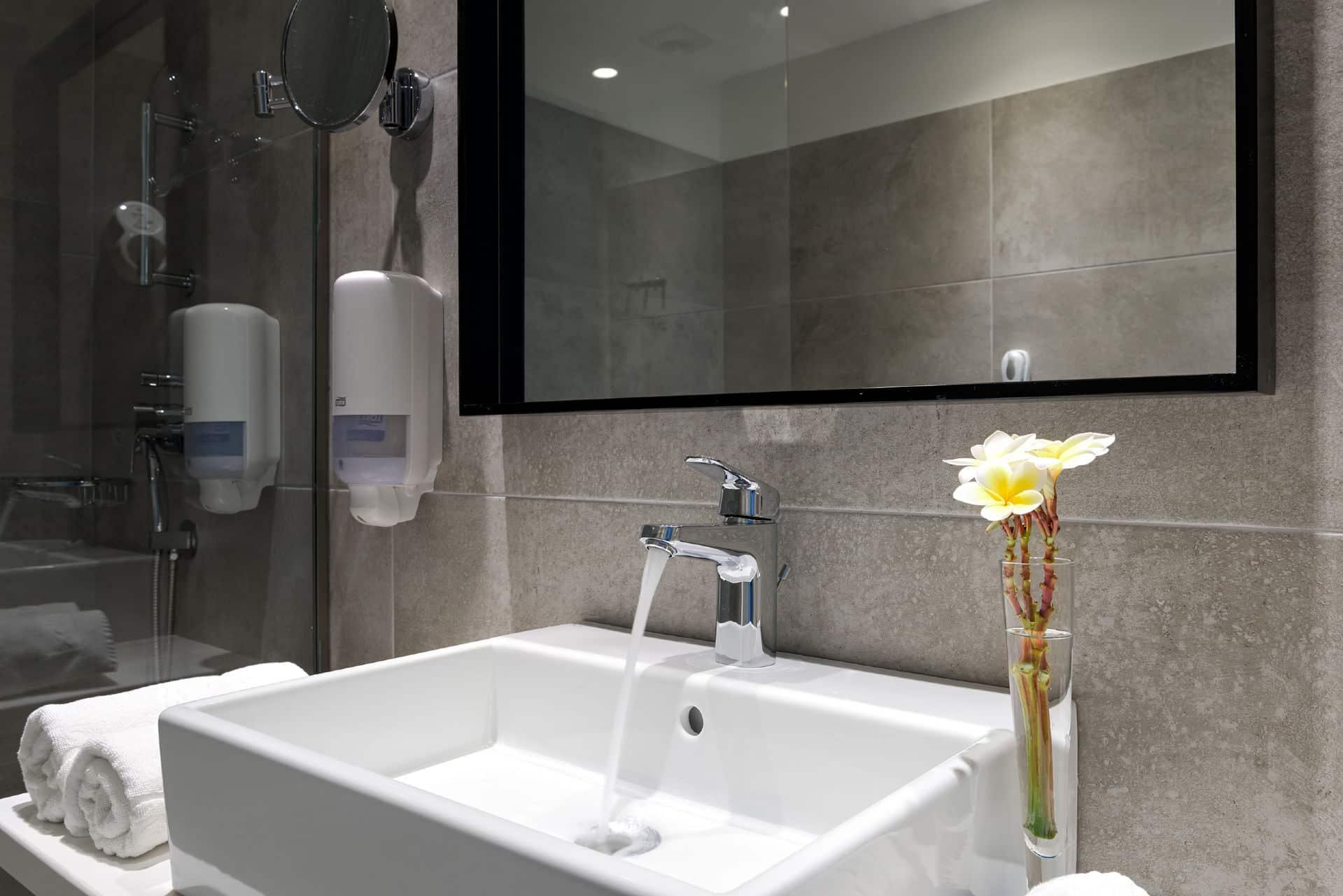 Premium Guestroom Sea Front - Bathroom