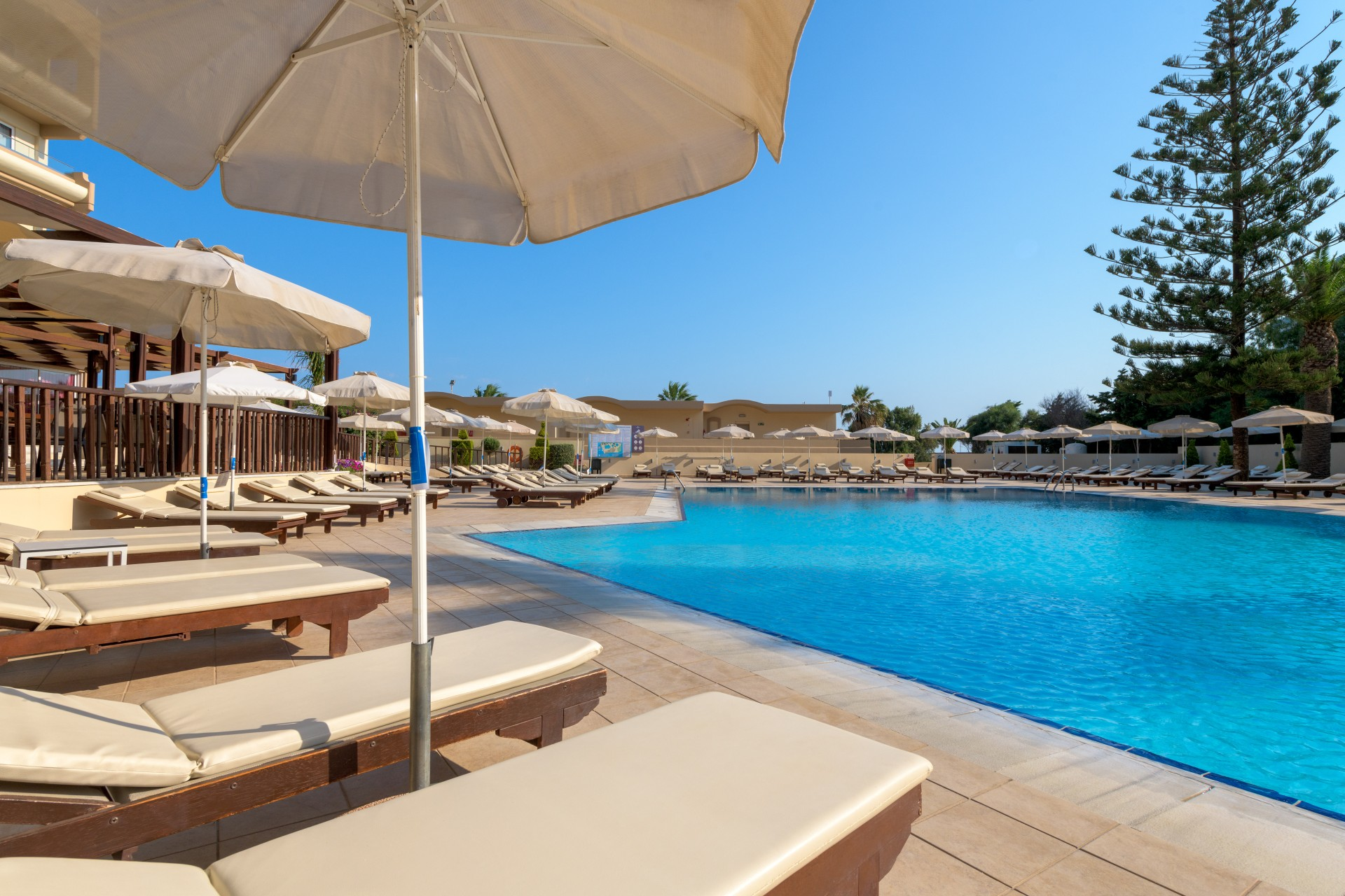 Beach Front Wing-Pool-1