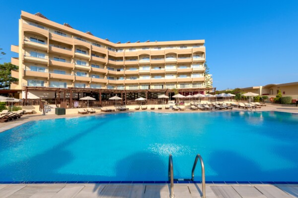 Beach Front Wing-Pool-2